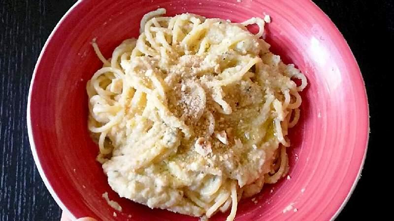 Spaghetti con crema di cavolfiore e nocciole