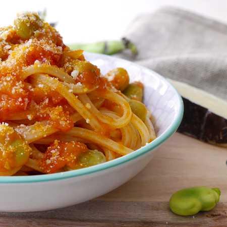 Spaghetti fave e pecorino