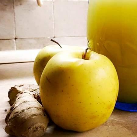 Succo di frutta mela, zenzero e lime