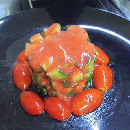 Tartare di zucchine con fragole e pomodorini