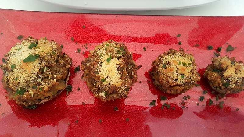 Teste di funghi champignon ripiene al forno