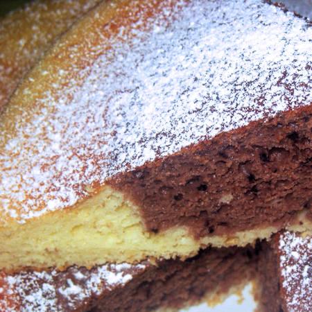 Torta bicolore banana e cacao