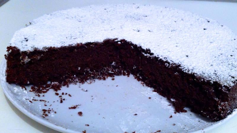Torta cioccolatosa senza uova e burro