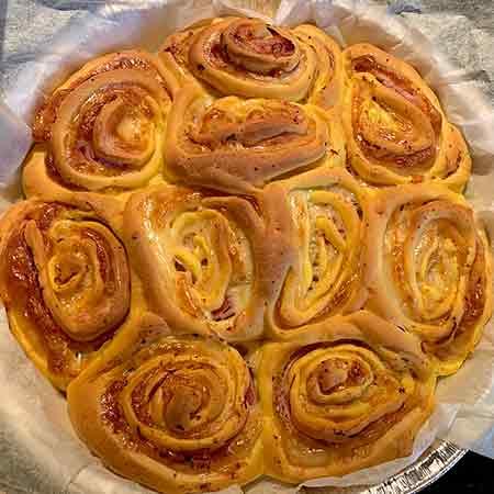 Torta di rose salata con prosciutto cotto ed edamer