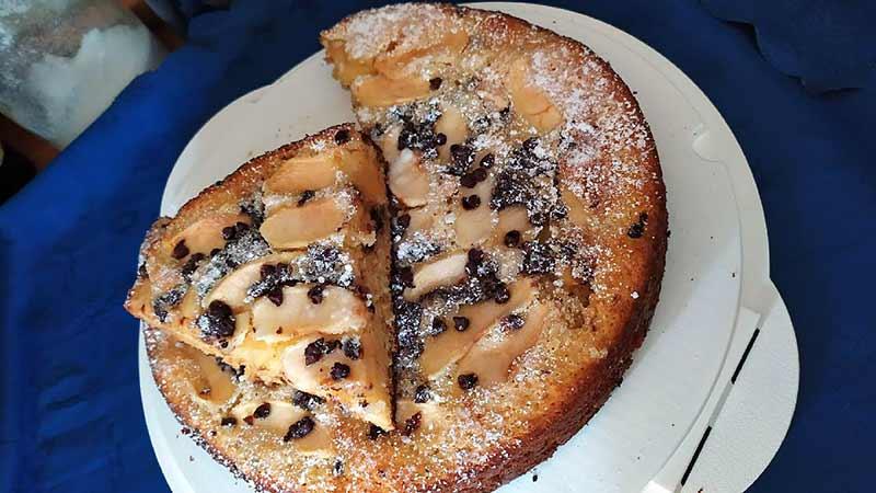 Torta mele e mascarpone con gocce di cioccolato