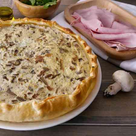 Torta salata con funghi, ricotta e prosciutto