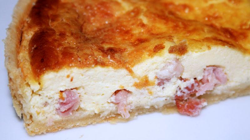 Torta con prosciutto e formaggio