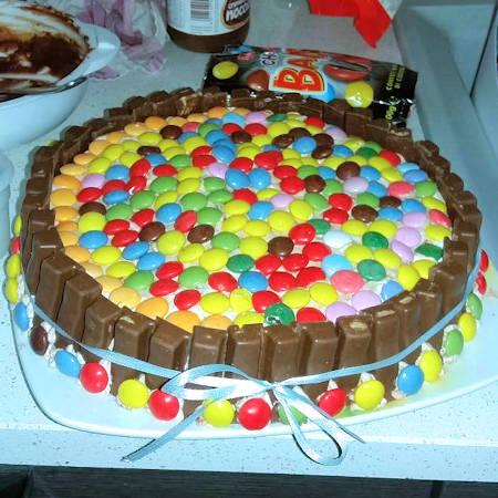 Torta smarties e kitkat