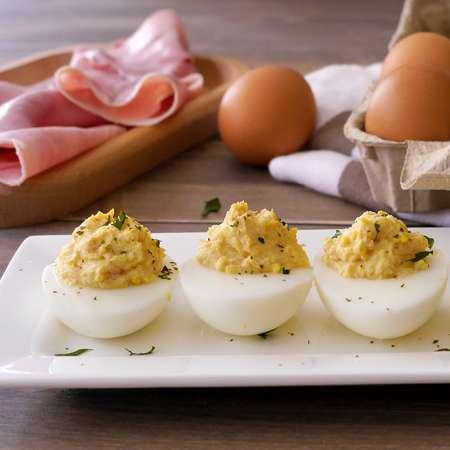 Uova ripiene al prosciutto