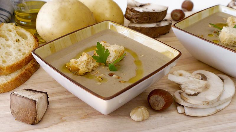 Vellutata funghi, patate e nocciole