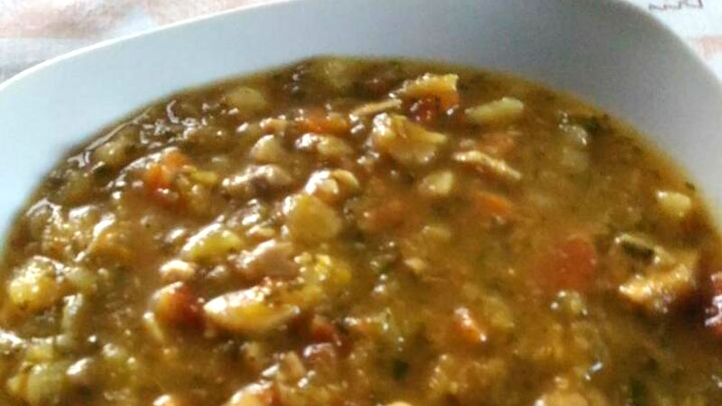 Zuppa con verdure e funghi