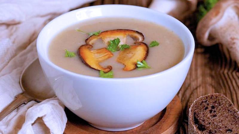 Zuppa di funghi e rana pescatrice