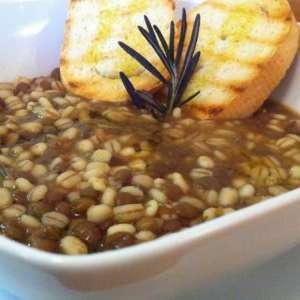 Zuppa di orzo e lenticchie